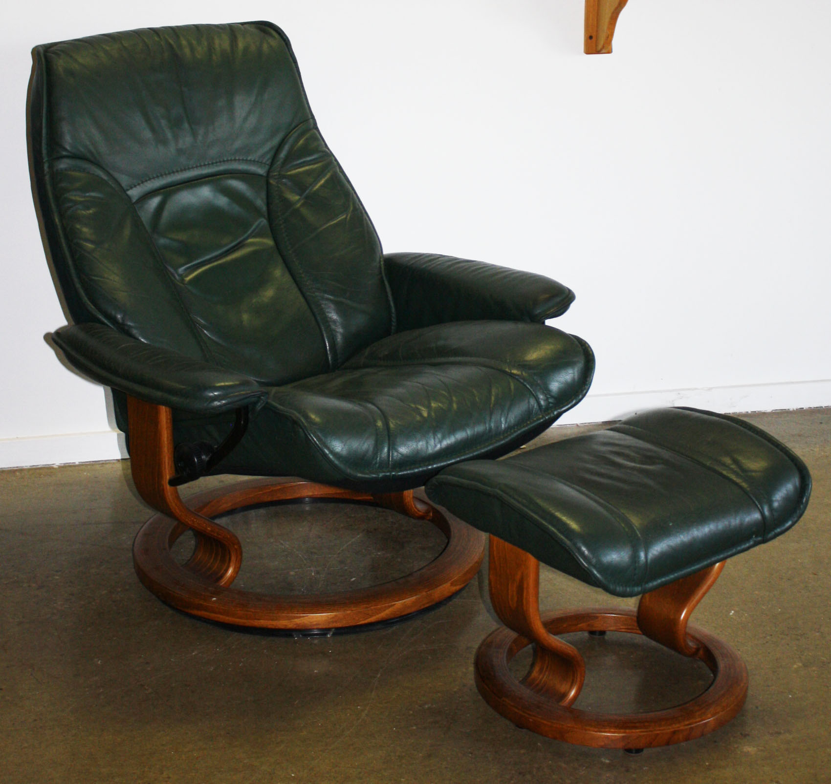 Ekornes Stressless Lounge Chair.JPG